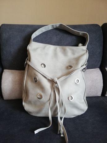 Nowa torebka mieści a 4