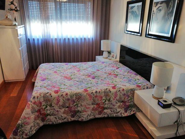 Cama e mesas cabeceira juntas lacado alto brilho