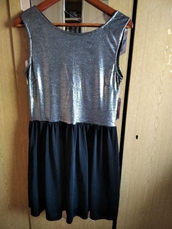 Sukienka z wycięciem