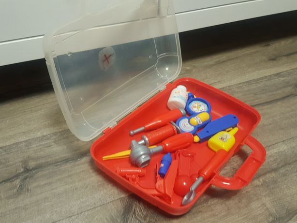 Zestaw małego lekarza w walizce