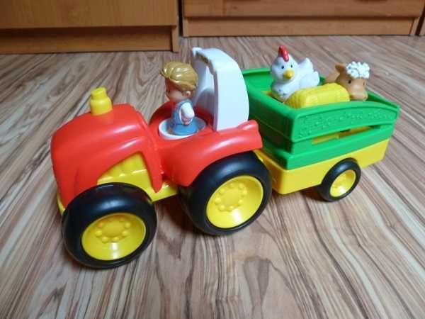 Grający i śpiewający traktor z odgłosami zwierząt i silnika