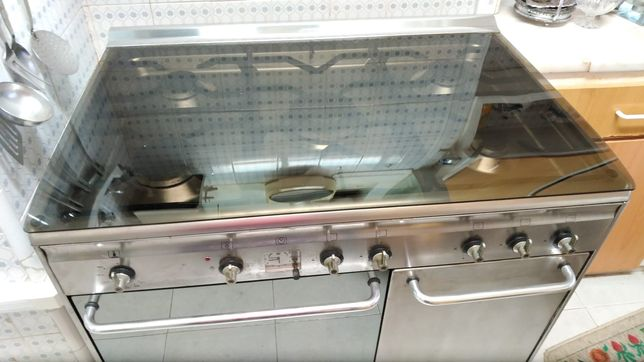 SMEG - Como Novo - Fogão com forno e espaço para garrafa de gás