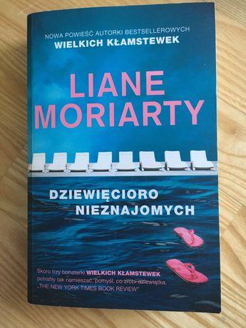 Liane Moriarty, książka Dziewięcioro nieznajomych