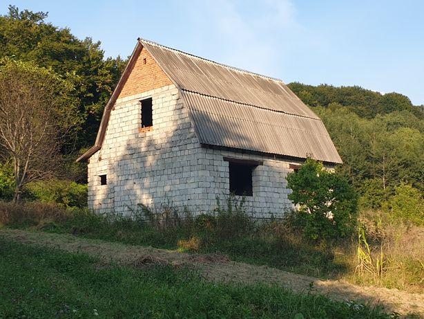 Продам будинок-дачу і земельну ділянку.