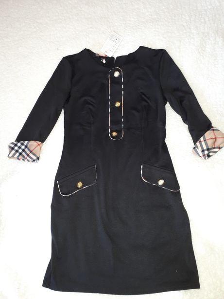 Платье черное с клеткой на манжетах