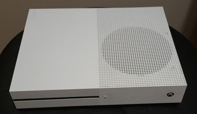 XBOX ONE S 500GB + 2 pady + 10GIER