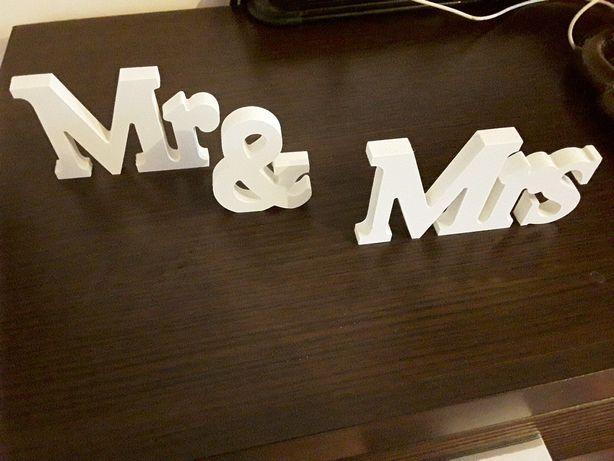 Napis mrs & mr, on i ona