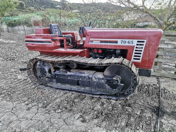 Tractor rastos lagartas Fiat