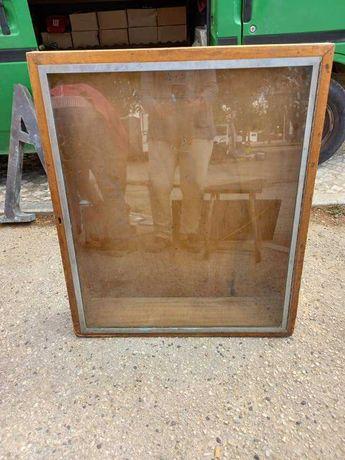 vitrine / expositor em madeira
