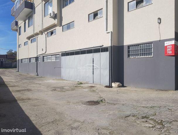 Armazém em Amares com área total de  500 m2.
