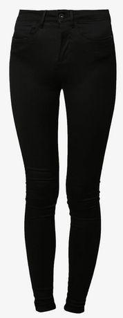 Modne klasyczne jeansy