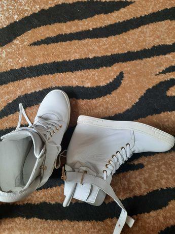 Buty  damskie  botki  sneskersy skórzane  białe  Carinii 38