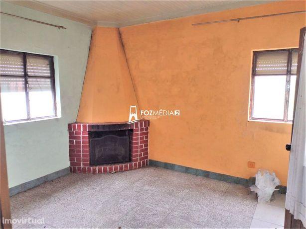 Vende-se Casa Rústica para  Remodelar (Castelo Viegas)