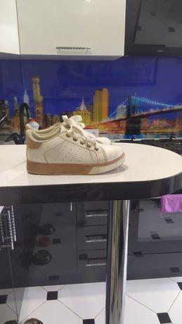 Продам наши  стильные кроссовки,р30