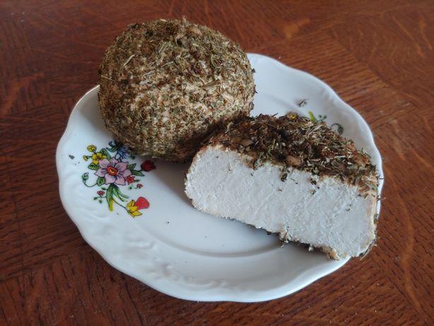 Wędzony biały ser w posypce