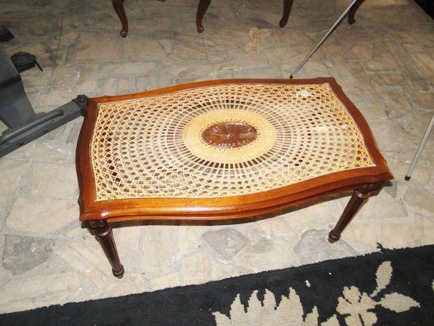 Mesa de centro em madeira maciça palhinha e vidro - óptimo estado