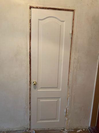 Продам в хорошем состоянии 2 дверей  с коробкой и дверной ручкой