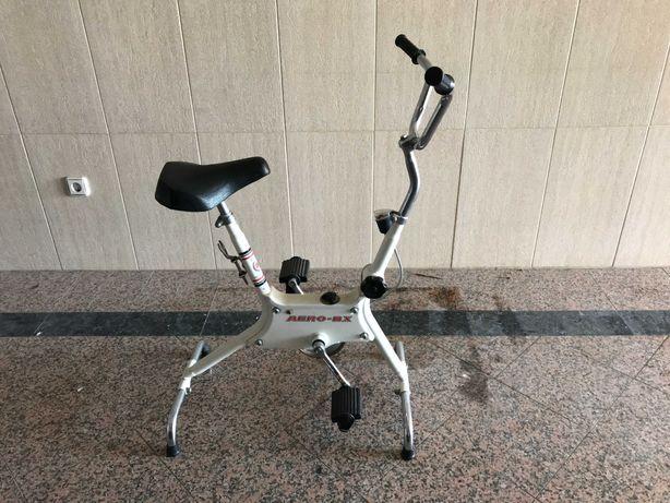 Bicicleta Estática AERO BX em bom estado