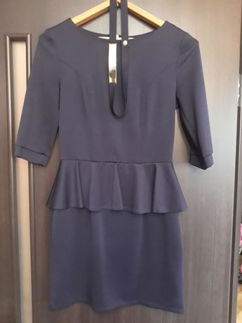 Платье с баской, размер M-L
