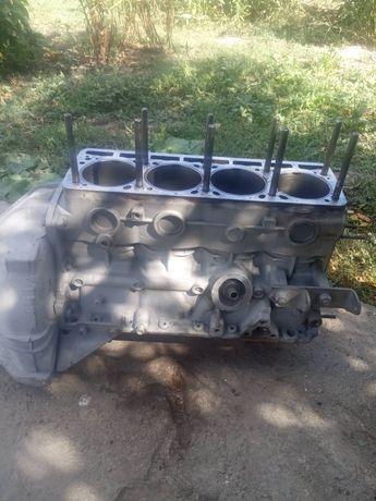 Блок двигателя УАЗ газель поршень 100