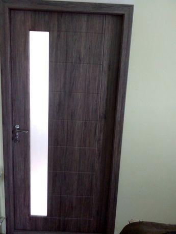 Монтаж,демонтаж (установка) міжкімнатних дверей, врізка замка ,навісів