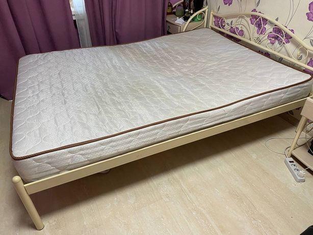 Продам красивую 2-х спальную кровать + матрас в подарок