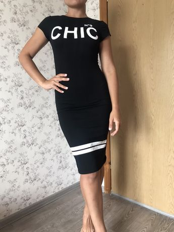 Стильное черное платье по фигуре