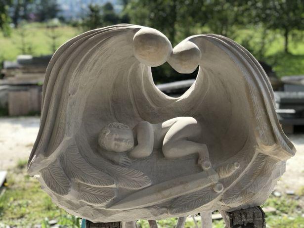Rzeźba aniołka nagrobek dziecięcy nagrobek z piaskowca