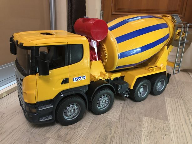 "Бетономешалка Bruder ""Scania"""