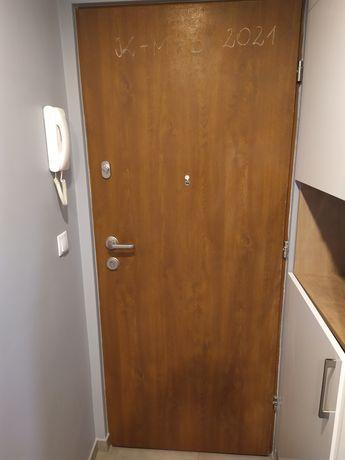 Drzwi wejściowe używane