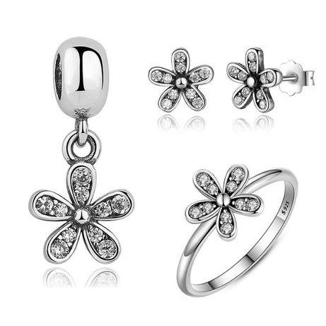 Conjunto de pendente, brincos e anel em prata