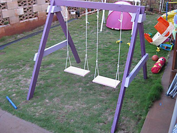 Деревянные подвесные детские качели. Гойдалка