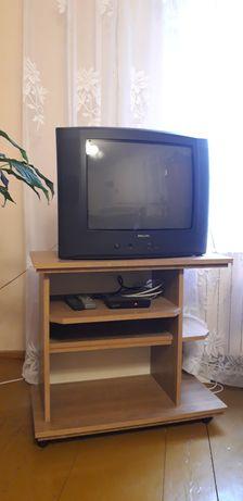 Biurko, dwa stoliki pod telewizor
