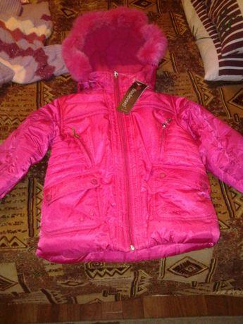 НОВАЯ куртка детская теплая с капюшоном для девочки на 4-5 лет разм М