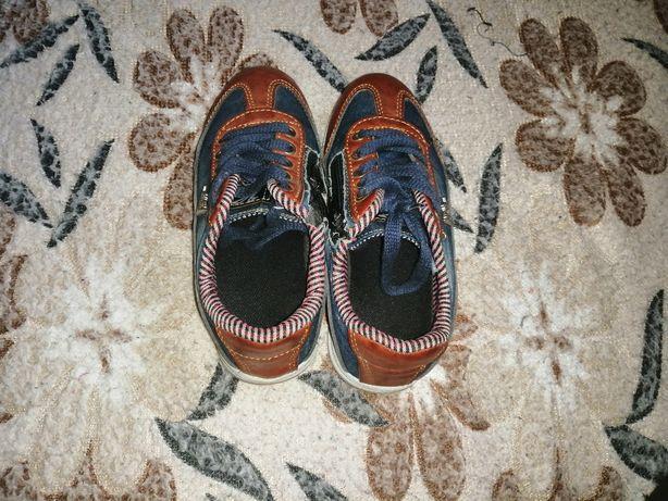 Продам кроссовки для мальчика
