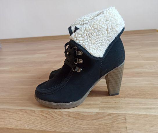 Buty botki czarne ocieplane rozm. 39