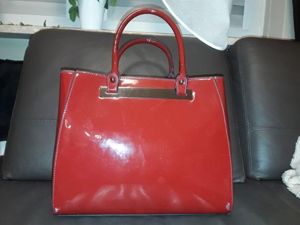 Lakierowana czerwona torebka damska