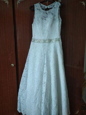 Весільна сукня, рукавички, круг