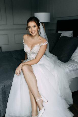 Весільна сукня продається