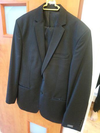 Czarny garnitur młodzieżowy