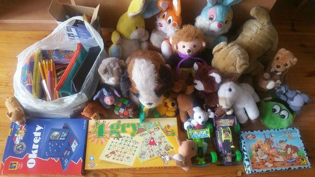 Różne zabawki: pluszaki, kredki, flamastry, auta, gra okręty, puzzle