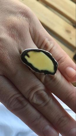 Pierścionek srebrny z bursztynem NOWY