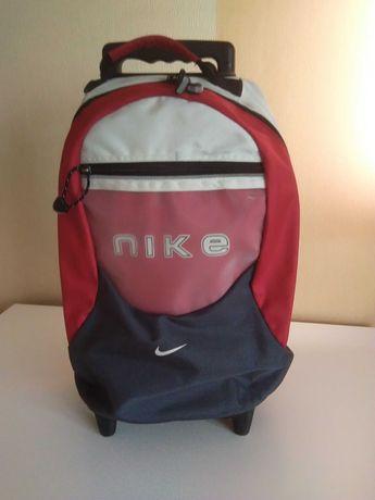Torba podróżna na dwóch kółkach marki Nike