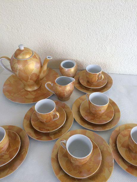 сервіз чайний з додатковими тарілками