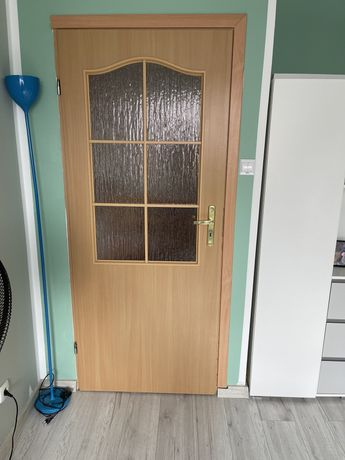 Drzwi wewnętrzne z klamką i zamkiem
