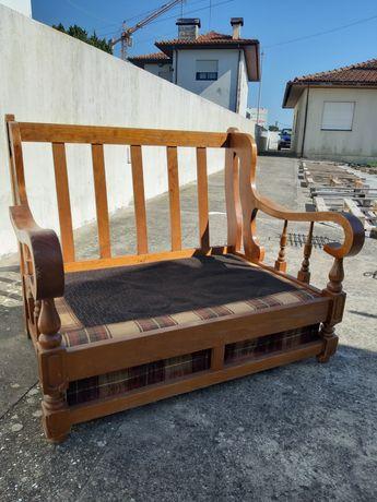 Sofá de cozinha ou quarto em madeira