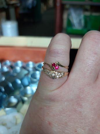 Dwa złote pierścionki