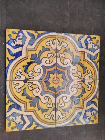 4 Azulejos com relevo