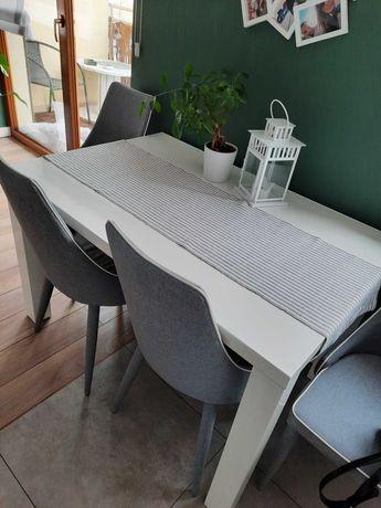 Biały lakierowany stół