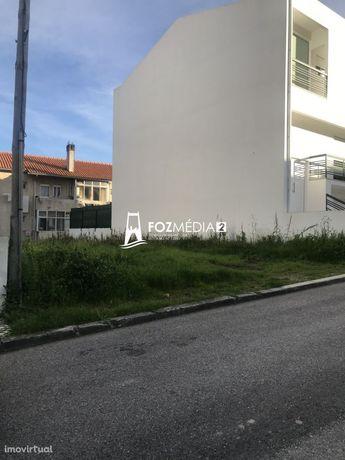 Vende-se terreno urbano em Tavarede